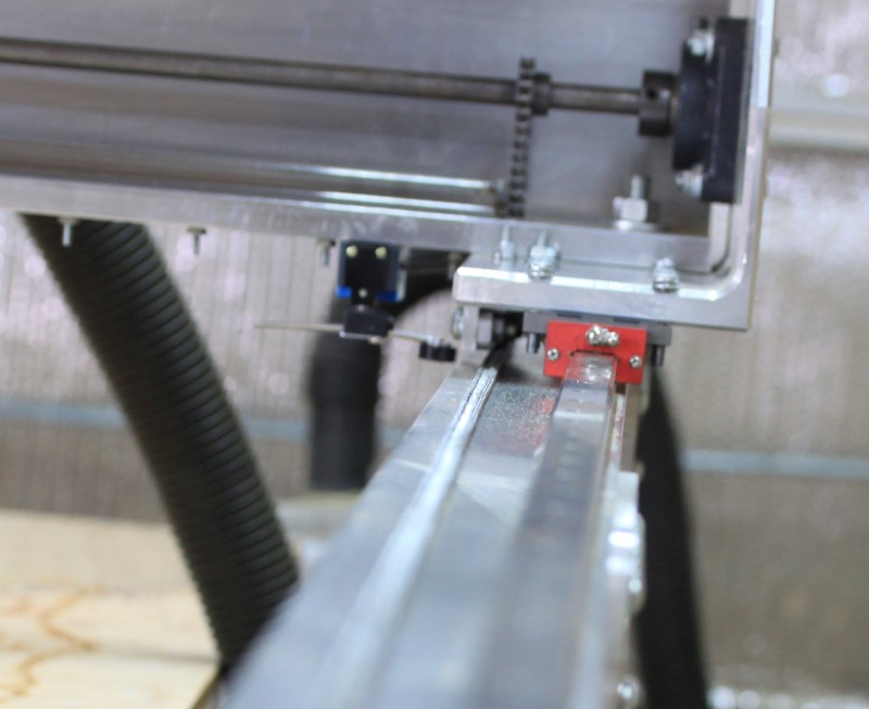 Fabricator Pro CNC Router view of the HIWIN spec linear guide and bearing block and the gantry end