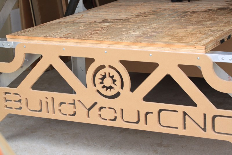 Fabricator Pro CNC Router view of the table end and bracing